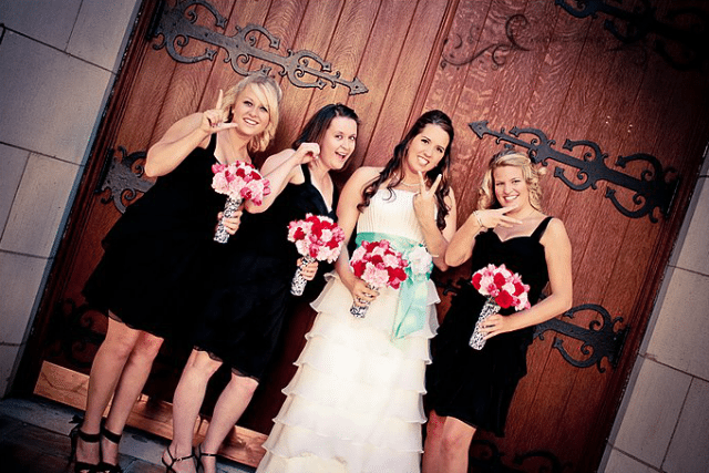 bridesmaids spelling LOVE with their fingers