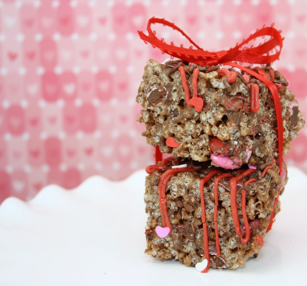 Triple Chocolate Rice Krispie Treats: Sweet Bella Roos #chocolate #valentines