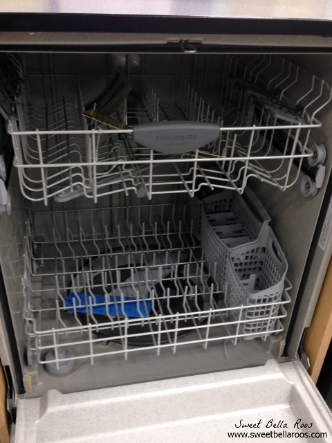 How to Buy a Dishwasher- tips on what to look for and where to splurge. Pin this for later!