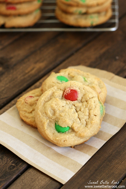 Soft and chewy Peanut Butter Cookies with M&M's #recipes #cookies
