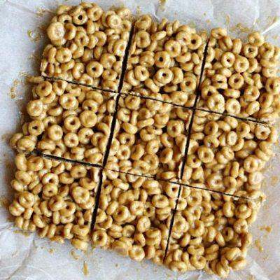 3 Ingredient Peanut Butter Cereal Bars