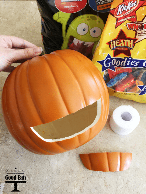 DIY Mummy Pumpkin Candy Holder