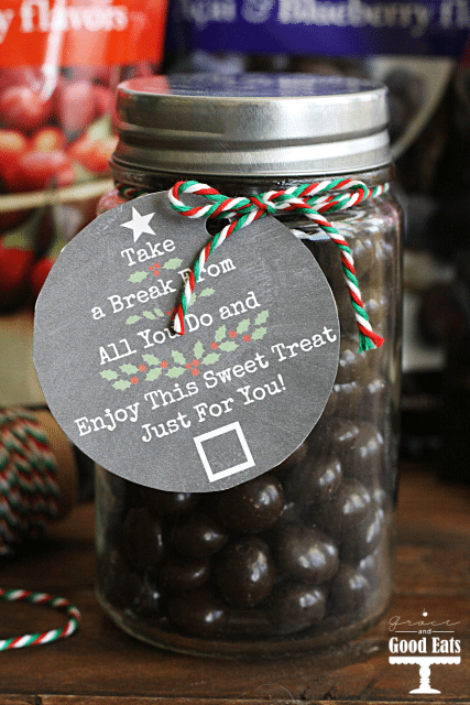 Free Printable Christmas Gift Tags- perfect for neighbor or teacher gifts! Just print out and tie to your favorite homemade treat for an easy gift idea.