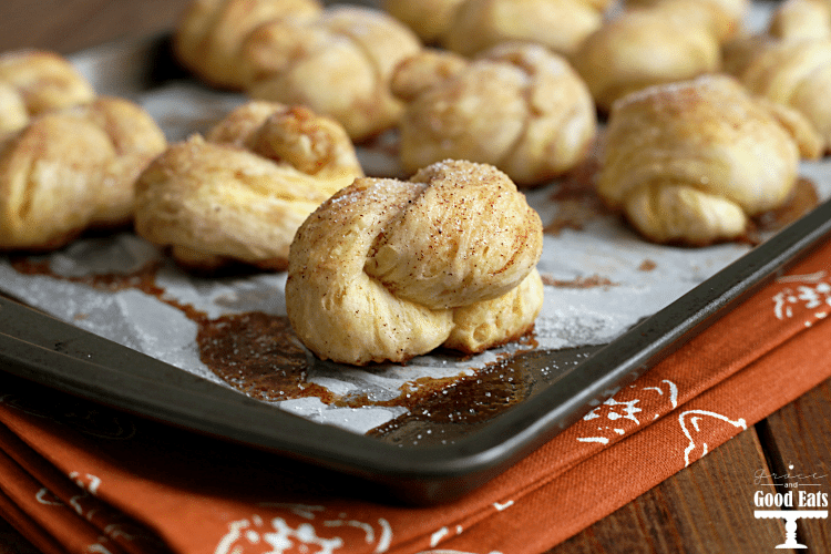 Pumpkin Spice Knots- use refrigerated biscuit dough, brown sugar, and pumpkin spice to make this easy and delicious breakfast treat!