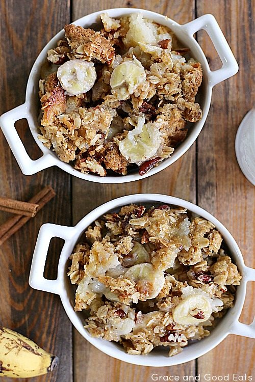 banana bread cobbler with bananas, pecans, and cinnamon