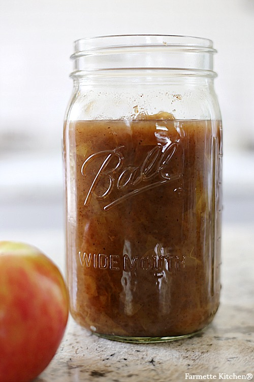 mason jar of chunky applesauce