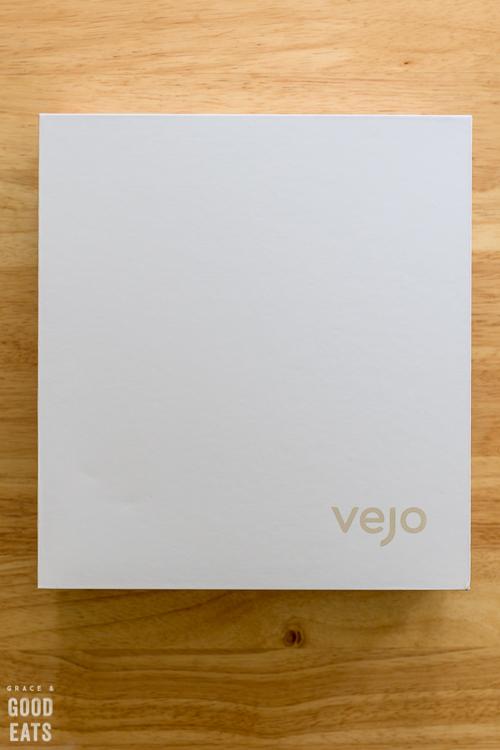 white box with Vejo logo